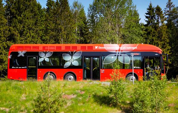 Står mer än den går. Vätgasbussarna i Oslo är nästan aldrig ute i trafiken, men har kostat 150 miljoner sedan 2013. Foto: Ruter.