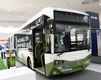 Kinesiska CRRC har sin bas i järnvägsfordon, men jätteföretaget tillverkare också lastbilar och bussar. På IAA visar man bland annat en av de eldrivna ledbussar som från i höst ska gå i trafik i Graz i Österrike. Foto: Ulo Maasing.