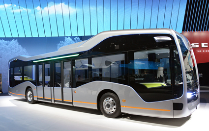 Europas största busstillverkare Daimler visar sin framtidsbuss, men med dieselmotor. Foto: Ulo Maasing.