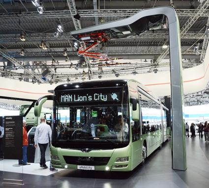 MAN visar en prototyp till en eldriven Lion´s City ledbuss med snabbladdningsstation. Foto: Ulo Maasing.