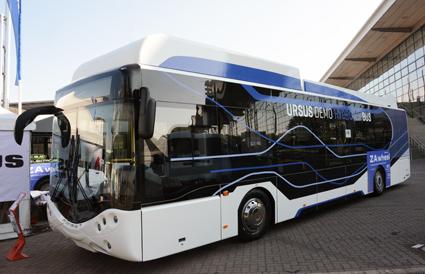 Polska Ursus visar en batteribuss med räckviddsförlängare som drivs med bränsleceller. Räckvidd minst 450 kilometer. Foto: Ulo Maasing.