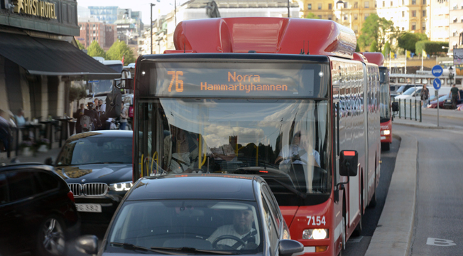 Bussarna i Storstockholm blir allt sämre på att hålla tidtabellen – och kör i krypfart i innerstan. Foto: Ulo Maasing.