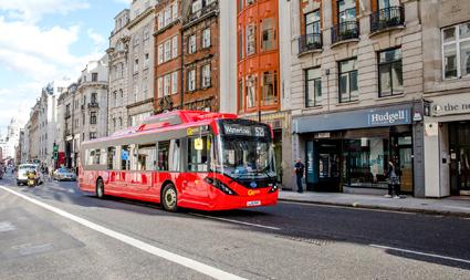 Bussarna klarar ett 16-timmarspass på en laddning.