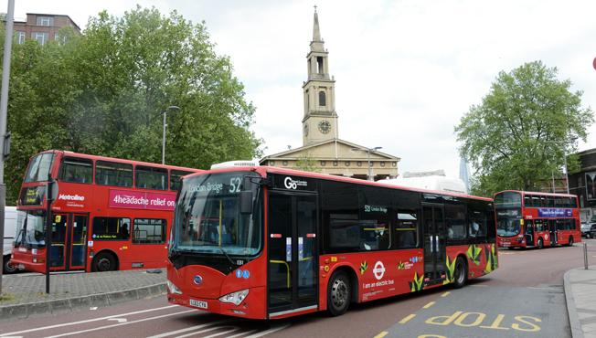 En knapp ska göra det lättare för funktionsnedsatta personer att få sitta på bussar och tåg i London. Foto: Ulo Maasing.