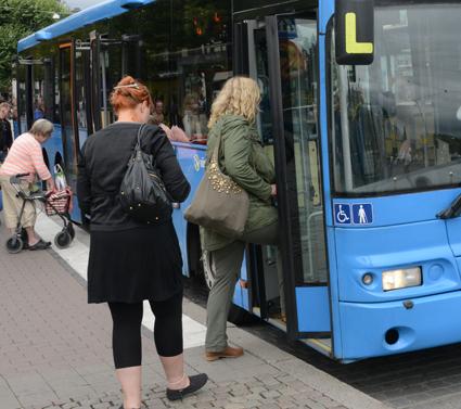 En ny lösning för visering av mobilbiljetter ska göra livet lättare för bussförarna. Foto: Ulo Maasing.