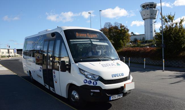 Flygbolaget BRA startade på måndagen sin första busslinje – en elbusslinje mellan Bromma flyugplats och Arenastaden i Solna. Foto: Ulo Maasing.