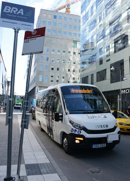 I Arenastaden stannar elbusslinjen vid två hållplatser som man delar med SL:s bussar.