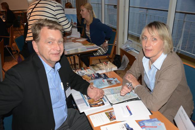 Citadellresors Jonas Melin i diskussion med Hamburgs Silke Walther.