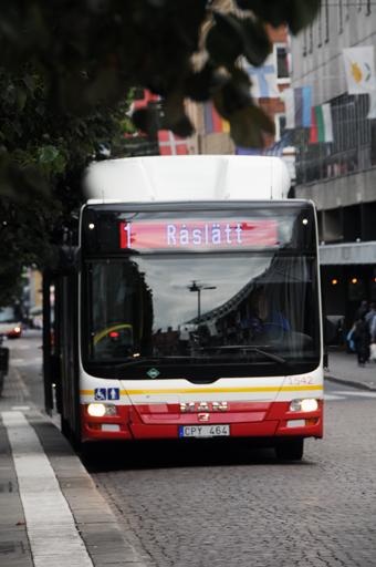 Samtidigt ska 90 procent av stadsbussarna köras på förnyelsebara drivmedel. 32 av stadsbussarna i Jönköping går idag på biogas. Foto: Ulo Maasing.