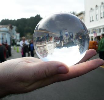 Branschen ska kolla i kristallkulan vad 2030 kan föra med sig. Foto: Ellin Beltz/Wikimedia Commons.