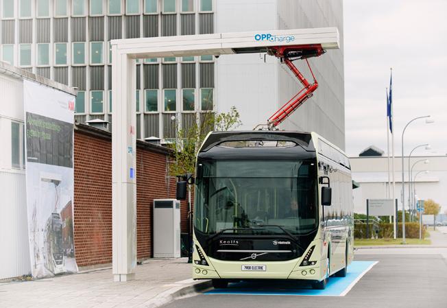 En första laddstation med öppet gränssnitt enligt standarden OppCharge invigdes på onsdagen i Göteborg av Volvo Bussar och ABB. Foto: Volvo Bussar.