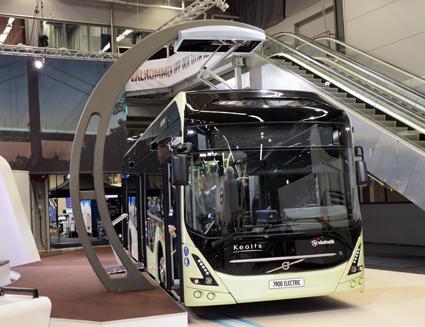 I Volvomontern fanns en laddstation enligt standarden OppCharge som ett antal busstillverkare och infrastrukturleverantörer enats om. På plats fanns också Volvo 7900 Electric i kommersiell version. Foto: Ulo Maasing.