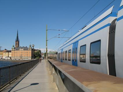 När MTR tar över pendeltågstrafiken ska ersättningstrafiken köras av Nobina. Foto: DavidArthur/Wikimedia Commons.