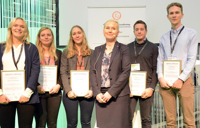 Infrastrukturminister Anna Johansson(S), delade på tisdagseftermiddagen ut till författarna av tre studentuppsatser om kollektivtrafik på väg. Foto: Ulo Maasing.
