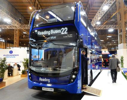 De första biogasdubbeldäckarna är ett resultat av ett samarbete mellan Scania och Alexander Dennis, ADL. Första kund är Reading Buses. Foto: Ulo Maasing.