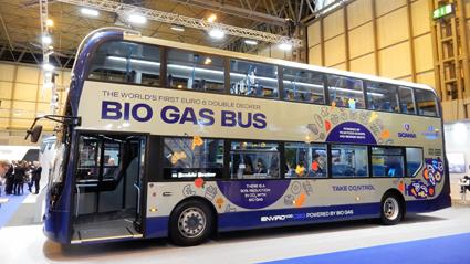 Världspremiär i Birmingham 2: Scania presenterade världens första dubbeldäckade biogasbuss. Foto: Ulo Maasing.
