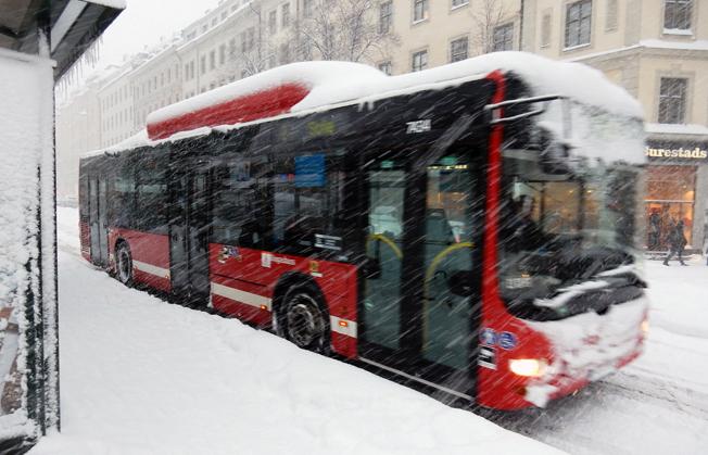 I två dagar var större delen av busstrafiken inställd i Storstockholm. I innerstan rullade bara de fyra stombusslinjerna, sporadiskt och med tolvmetersbussar i stället för ledbussar. Foto: Ulo Maasing.