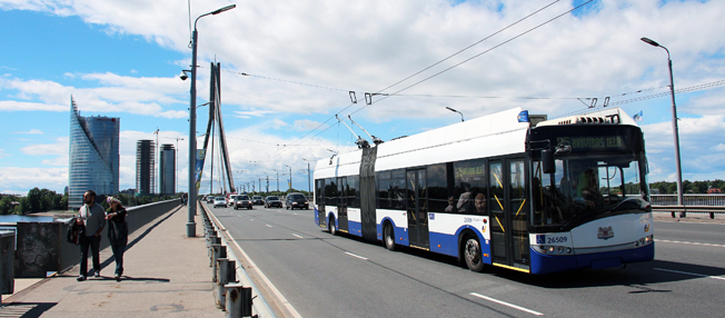En Solaris Trollino ledbuss i Riga. Solaris ska leverera trådledbussar med bränslecellsdrivna räckviddsförlängare till staden. Foto: Solaris.