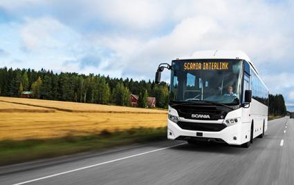 Scania tror på att tillhandahålla en bred palett av lösningar när det gäller drivmedel. Här en gasdriven Scania Interlink. Foto: Scania.
