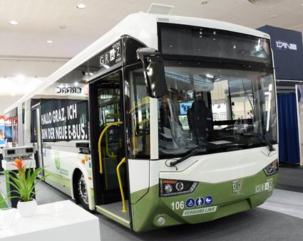 Kinesiska CRRC ska bygga ytterligare en fabrik för produktion av elbnussar – kapacitet 15 000 bussar om året. Man har också börjat nosa på den europeidka marknaden. Den här batteriledbussen har levererats till österrikiska Graz. Foto: Ulo Maasing.
