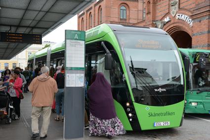 """Skånetrafikens """"ombordavgift"""" för den som betalar med kort på bussen är olaglig en ny dom. Foto: Ulo Maasing."""