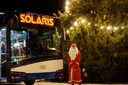 Tomten kom med elbuss till Tammerfors. Foto: Solaris.
