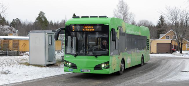 En av Umeås elbussar från Hybricon vid ändhållplatsen i Carlshöjd. Foto: Ulo Maasing.