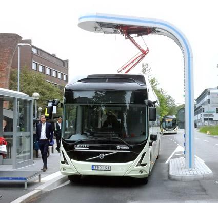 """Elbuss på linje 55 i Göteborg. Hittills har regeringens elbusspremie floppat rejält. """"Jag är inte förvånad, så som premien är utformad"""", säger Sveriges Bussföretags branschchef Anna Grönlund. Foto: Ulo Maasing."""