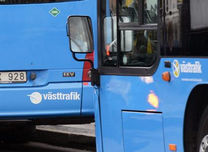 Västtrafik överväger åtgärder mot bussföretag där förare ertappas med att använda mobil eller annat under körning. Foto: Ulo Maasing.