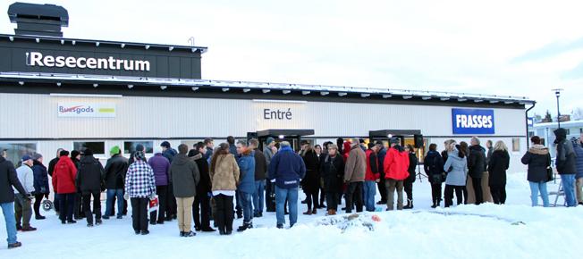 För två och ett hjalvt år sedan brann busstationen i Norsjö ner till grunden. På måndagen invigdes det nya resecentrum.