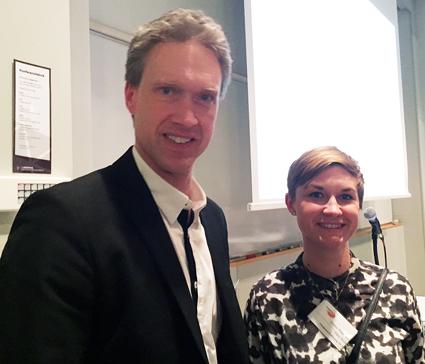 Patrik Lindblom och Emelie Petersson, Region Skåne, prresenterade de skånska superbussarna. Foto: Paula Isaksson.