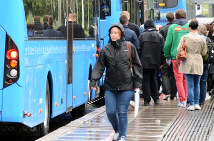 Ruskiga dagar stundar för en del bussresenärer i Göteborg. Foto: Ulo MAasing.