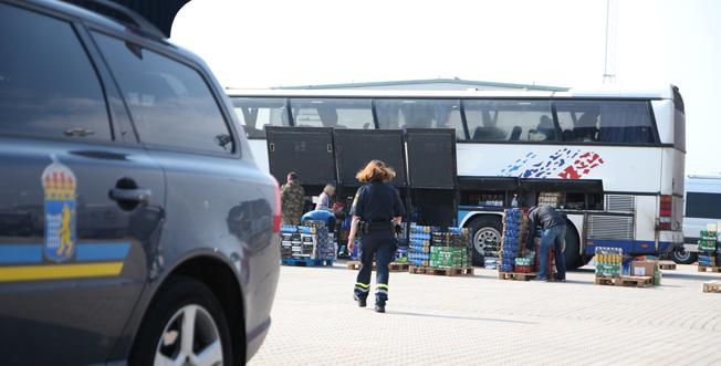 Stora mängder sprit smugglades in av de inblandades i spritbusshärvan. Foto: Tullverket.