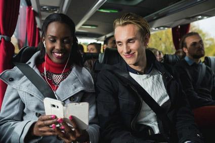 Allt fler använder alltid säkerhetsbälte när de åker expressbuss. Foto: Swebus.