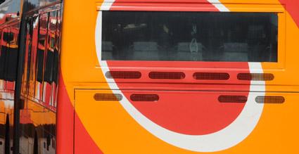 En bussförare i Östergötland misstänks ha lurat Östgötatrafiken på en halv miljon genom att sälja manipulerade resekort. Foto: Ulo Maasing.