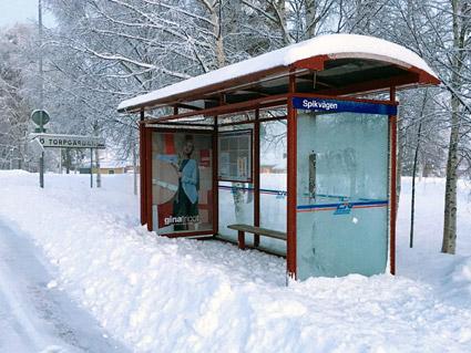 Busshållplats i Boden. Foto: Andreas Lakso/Wikimedia Commons.