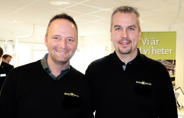 Erik Hult,här till vänster, har lämnat över vd-posten i BussExperten till Fredrik Nilsson. Foto: Ulo Maasing.