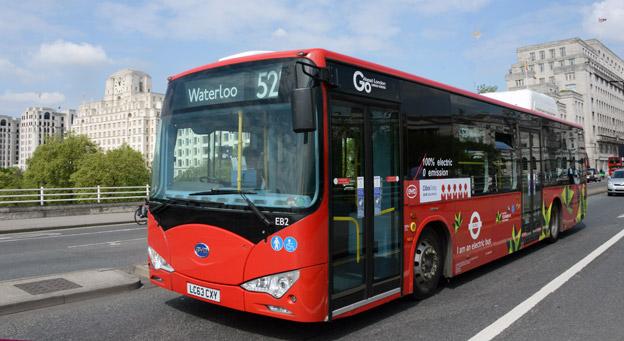 En av de batteribussar som trafikerar linje 521 i London. Förra året blev två busslinjer i London helt elektriska. Foto: Ulo Maasing.