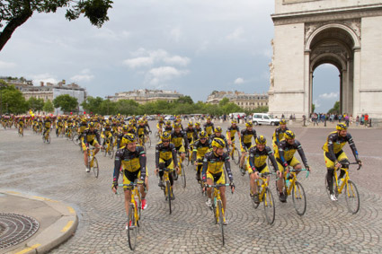 Arriva sponsrar Team Rynkebys Paristramp till förmån för Barncancerfonden.