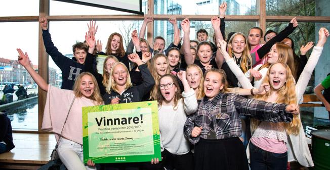Årets vinnare i tävlingen Framtidens Transporter blev klass åtta från Friskolan i Kärna. Foto: Hogia.