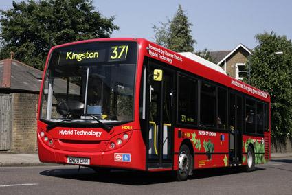 En hybridbuss från Alexander Dennis. Den brittiska bussmarknaden växer just nu snabbt. Foto: ADL.