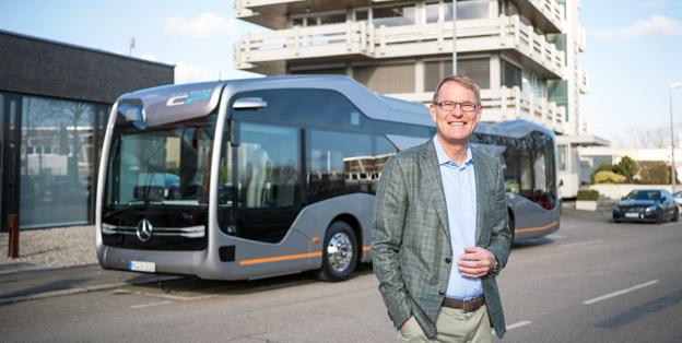 Daimler Buses chef Hartmut Schick kunde på fredeagen summera ett framgångsrikt år för Mercedes-Benz och Setra bussar. Foto: Daimler Buses.