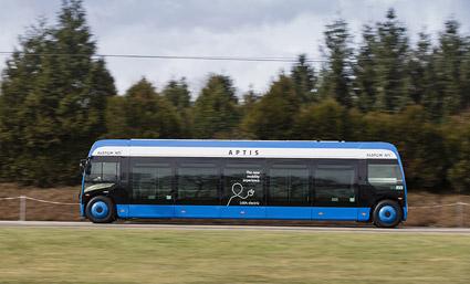Aptis har extremt stora fönsterytor som gör att resenärerna kan se ut i nästan 360 grader. Foto: Alstom.