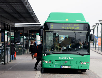 Kommunstyrelsen i Malmö sa på onsdagen ja till finansieringen av de två första elbusslinjerna i Maslmö. En av dem är ringlinjen, linje 3. Foto: Ulo Maasing.