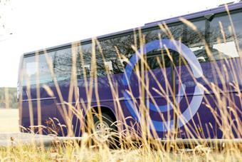 Nettbuss express skapar möjligheter till gränspendling för sjukhusanställda. Foto: Nettbuss.
