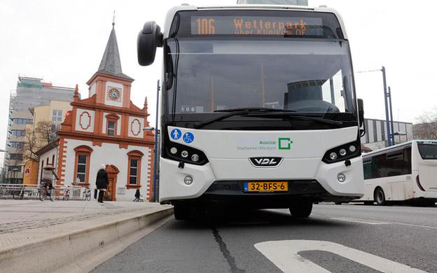 Efter att ha testat elbussar från holländska VDL har den tyska staden Offenbach bestämt sig för att efterhand byta ut samtliga mer än 60 stadsbussar mot elbussar. Foto: foto-georg.de/Stadt Offenbach.