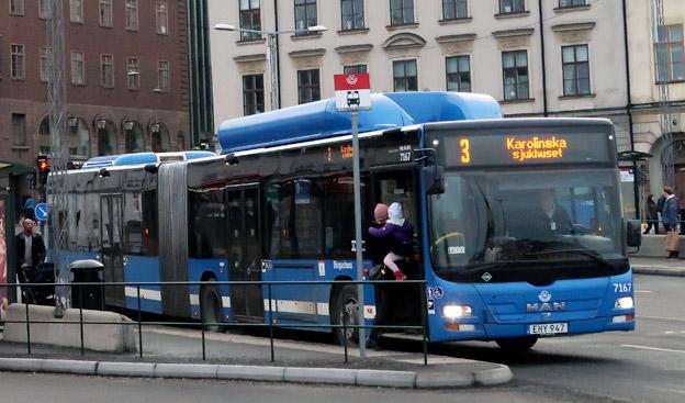 En snabb ökning av biltrafiken i Storstockholm slår hårtmot stombussarnas framkomlighet. Foto: Ulo Maasing.