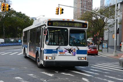 Företrädare för kollektivtrafik med buss i USA ber Donald Trump om miljarder och lovar 100 000 nya jobb. Foto: Ulo Maasing.