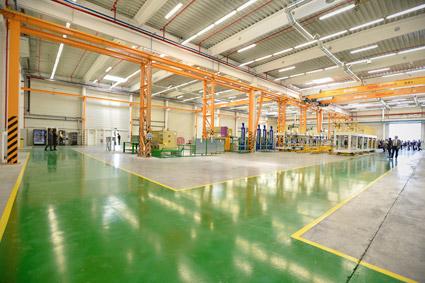 Den kinesiska busstillverkaren BYD invigde på tisdagen den första av flera, nya elbussfabriker i Europa. Foto: BYD.