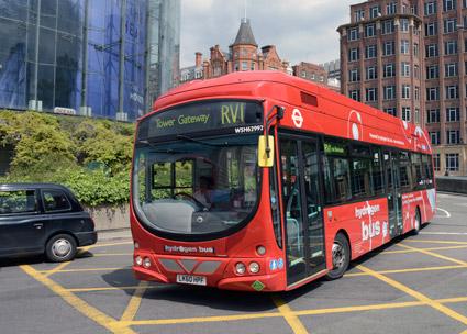 En bränslecellsbuss i trafik på linje RV1 i London. Foto: Ulo Maasing.
